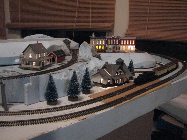 Atlas model railroad co spirit train - N scale train layouts small spaces paint ...